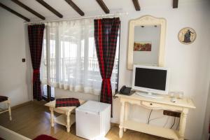 Family Hotel Emaly 2, Hotels  Saparewa Banja - big - 9