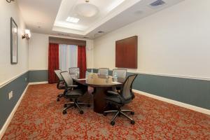 Hilton Garden Inn Nanuet, Отели  Нанует - big - 36