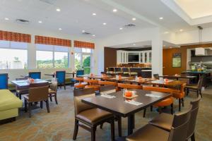 Hilton Garden Inn Nanuet, Отели  Нанует - big - 35