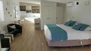 Oneroa Secret Garden Apartments, Apartmanok  Oneroa - big - 17