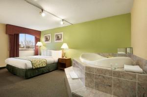 Travelodge Sturgis- Michigan, Motels  Sturgis - big - 14