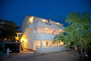 Apartments Bella, Ferienwohnungen  Novalja - big - 61