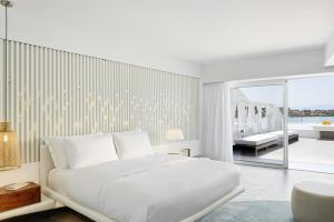 Luux Suite with Shared Pool and Sea View