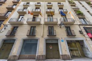Hostal Operaramblas, Гостевые дома  Барселона - big - 36