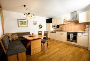 Ferienwohnungen Hebesberger, Apartments  Schlierbach - big - 4