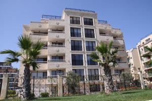 Golden Dunes Primorsko Apartments