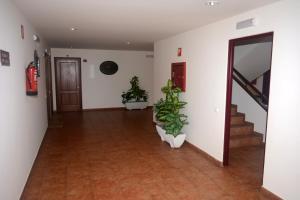 Apartamentos Club Condal, Отели  Комильяс - big - 25