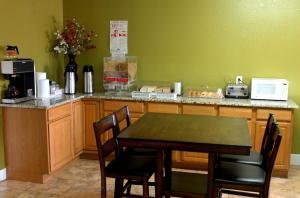 Americas Best Value Inn San Antonio - AT&T Center/Fort Sam Houston, Motely  San Antonio - big - 14