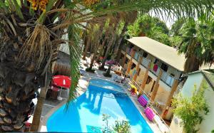 Tropic Hotel, 7330 Side