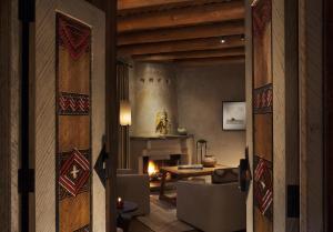 Rosewood Inn of the Anasazi (30 of 32)