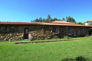 Casa Dos Tres Irmaos, Escusa