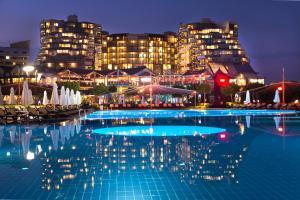 Курортный отель Limak Lara