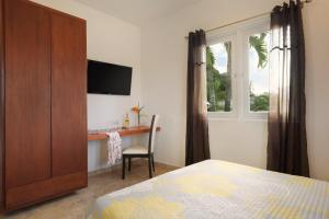 MW 103 - Standard - Queen Bed Room - First Floor Manati World Point Inn