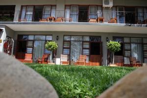 Miles B&B Guest House, Bed & Breakfasts  Oudtshoorn - big - 61