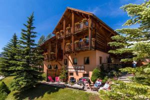 Location gîte, chambres d'hotes Le Chalet d'en Hô dans le département Hautes alpes 5