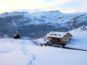 Rifugio Capanna Passo Valles - AbcAlberghi.com