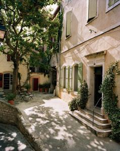 Location gîte, chambres d'hotes Hôtel Du Cloître dans le département Bouches du rhône 13