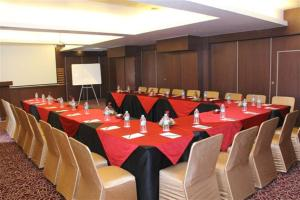 Royal Orchid Golden Suites, Hotely  Pune - big - 31