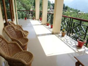 Malis Apple Lodge, Bed & Breakfasts  Nagar - big - 13