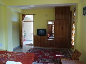 Malis Apple Lodge, Bed & Breakfasts  Nagar - big - 11