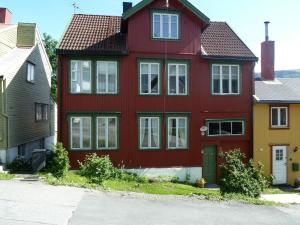Red Old House Tromsø Apartment - Movik