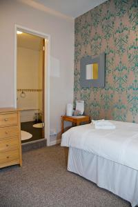 Rooms @The Nook Cocktail Bar, Penziony – hostince  Weymouth - big - 2