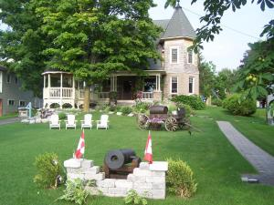 Creighton Manor Inn Bed & Breakfast - Orillia