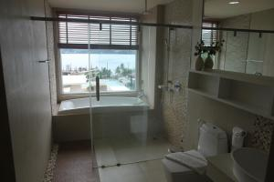 The Bay Cliff Suite, Apartmanok  Patong-part - big - 16