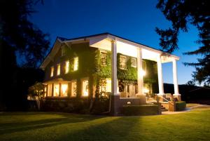 Warm Springs Inn & Winery - East Wenatchee