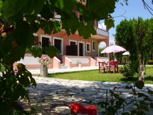 Olga's Garden Apartments