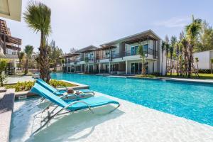 Monochrome Resort