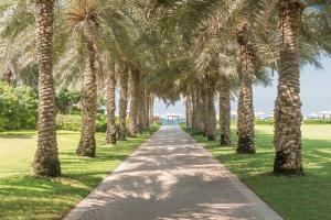 Coral Beach Resort Sharjah, Курортные отели  Шарджа - big - 33
