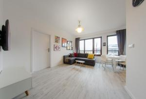 3 City Apartments White 2