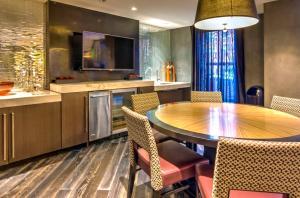 M Street Apartment by Stay Alfred, Апартаменты  Вашингтон - big - 49