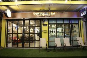 Tiger Lily Hostel - Pom Prap