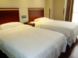 Hostales Baratos - GreenTree Inn Jiangsu Lianyungang Guanyun Wenzhou Shangmaocheng Express Hotel
