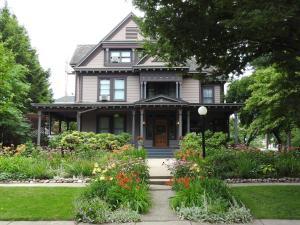 Champaign Garden Inn - Accommodation - Champaign