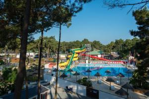 Location gîte, chambres d'hotes Camping Officiel Siblu Bonne Anse Plage dans le département Charente maritime 17