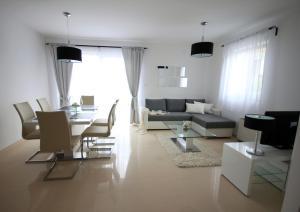 Apartments Mantinela