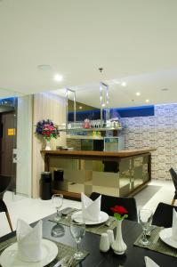 The Life Hotels City Center, Hotels  Surabaya - big - 17