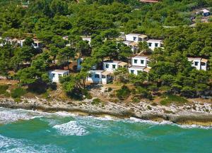 Crovatico Centro Vacanze - AbcAlberghi.com