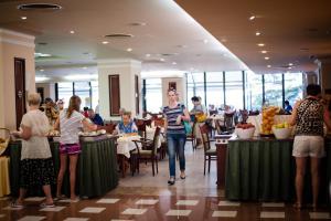 Hotel Lilia, Отели  Золотые Пески - big - 39