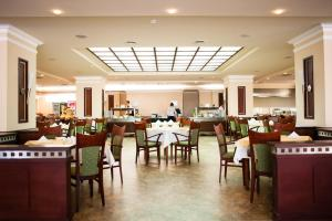 Hotel Lilia, Отели  Золотые Пески - big - 61