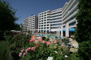 Курортный отель Globus - Halfboard