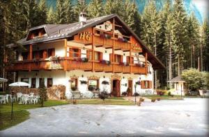 Hotel Garnì Il Cirmolo - AbcAlberghi.com