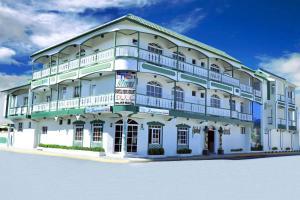 Hotel Sinai, Нагуа