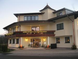 Pension Schlömmer, Гостевые дома  Санкт-Гильген - big - 47