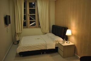Jayleen Clarke Quay Hotel (SG Clean)
