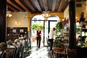 Pensione Accademia - Villa Maravege (36 of 63)