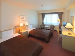 Twin Room with 1 Extra Bed Hotel Green Tower Makuhari